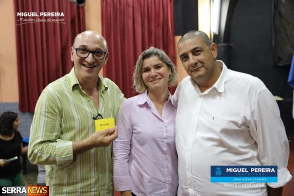 PREFEITURA DE MIGUEL PEREIRA REALIZA ENCONTRO COM ARTESÃOS NO CENTRO CULTURAL