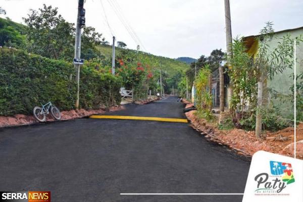 Prefeitura de Paty do Alferes asfalta 6 ruas no bairro Maravilha