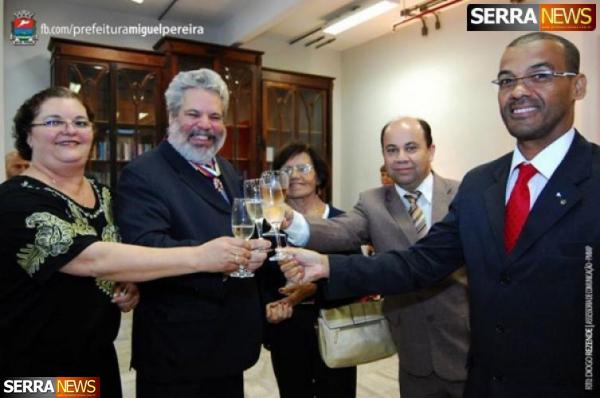 Prefeito de Miguel Pereira recebe Comenda do TRT
